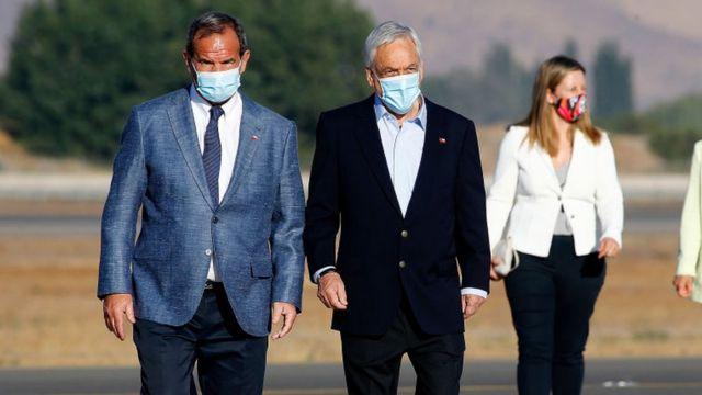 El ministro de relaciones exteriores de Chile, Andrés Allamand, junto al presidente Sebastián Piñera.