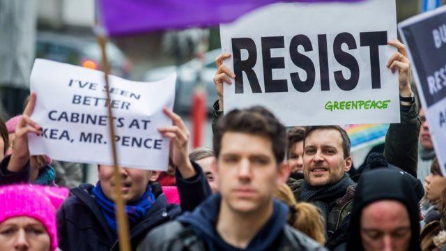 Pence Brüksel'de protesto edildi