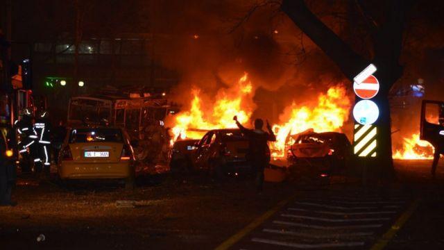 爆発直後に通行人が撮影した現場の様子(13日)