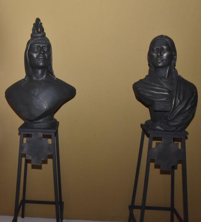 Los bustos de Tupac Katari y Bartolina Sisa