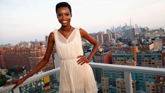 Elle sera la première femme noire à le faire en arborant ses cheveux naturels.