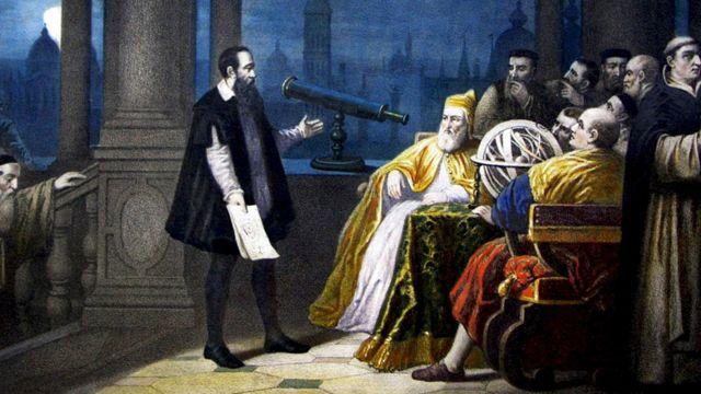 Pintura de Galileo con su telescopio