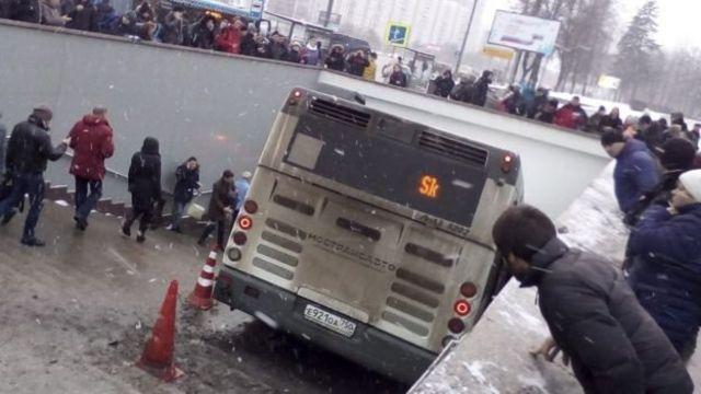 bus menyelonong