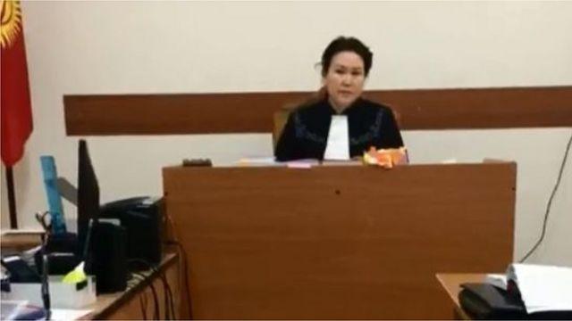 Нарын Айыптын мүлкү боюнча ишти карап жаткан судья Альбина Жээнбекова