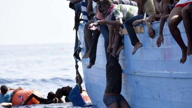 Imigrantes africanos chegam ilegalmente