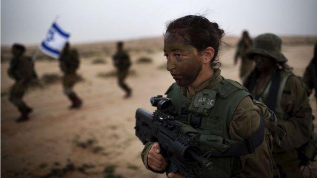 ইসরায়েলি এক নারী সেনা