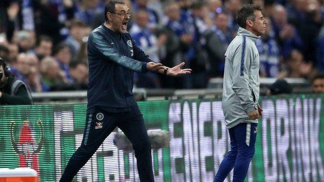 Ni Sarri ni su asistente, Gianfranco Zola, pueden entender el comportamiento del portero español.