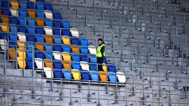 """Кресла из """"Арены Львов"""" съездят в Киев и обратно. Их арендовали для шоу"""