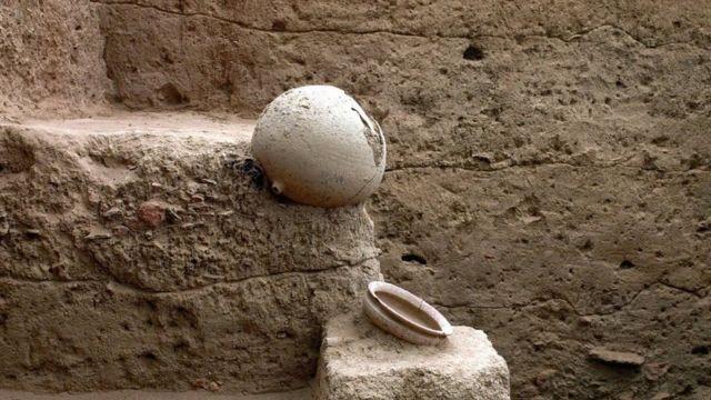 கீழடி 6ஆம் கட்ட அகழாய்வு: முதுமக்கள் தாழிகள் கண்டுபிடிப்பு