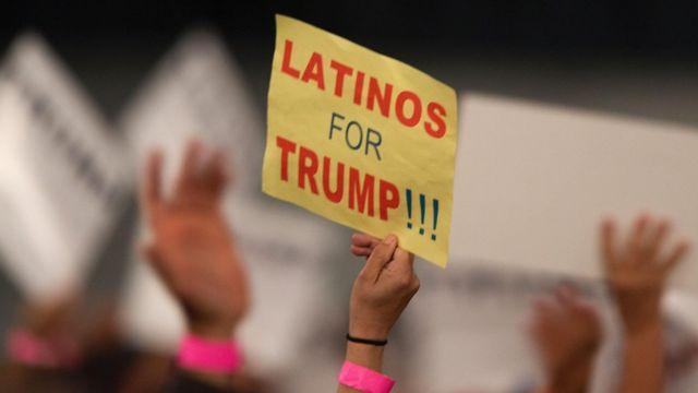 Aviso que dice Latinos for Trump