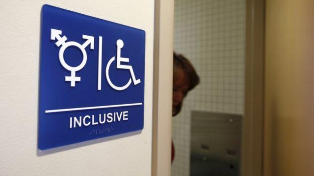 Туалет для мужчин, жунщин и транссексуалов