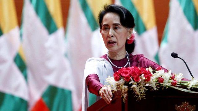 Aung San Suu Kyi ayaa dhaleecayn sii koraysa kala kulantay hawlgallada ay milatarigu ka wadaan Rakhine