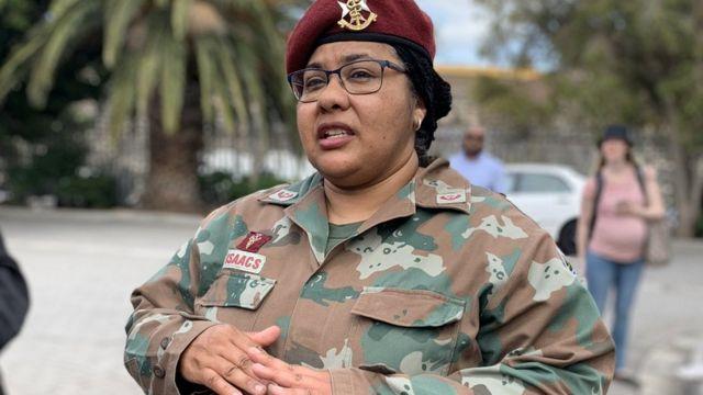 الجيش في جنوب إفريقيا ينهي حظر ارتداء الحجاب على المسلمات في صفوفه