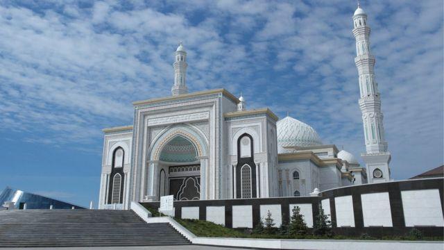 ภาพ The Hazrat Sultan มัสยิดที่ใหญ่ที่สุดของเอเชียกลาง