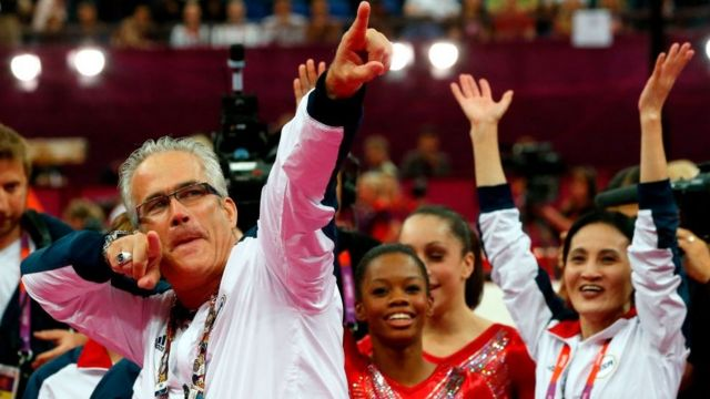 John Geddert yatoje ikipe y'abagore ya Amerika ya gymnastics mu mikino olempike ya 2012 i London