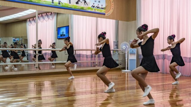 Dance class at the Mangyongdae schoolchildren's palace in Pyongyang