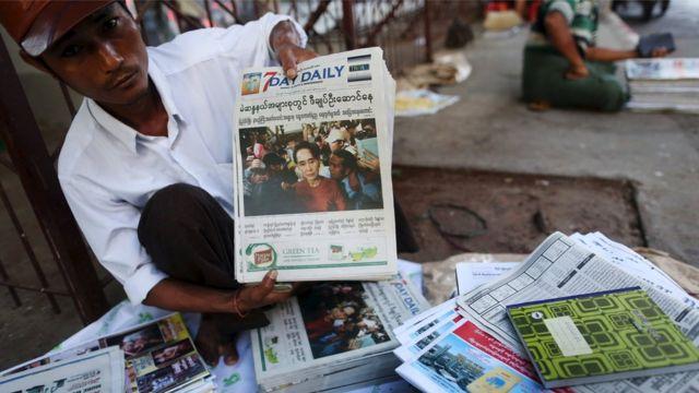 A vendor displays papers in Yangon (9 Nov 2015)