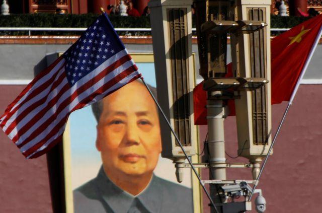 特朗普訪問北京之前,美中國旗在天安門毛澤東肖像前飄揚。