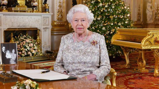 ملکه الیزابت، ملکه بریتانیا