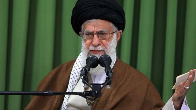آیتالله خامنهای، رهبر ایران در پاسخ به اظهارات دونالد ترامپ: تا طرف مقابل برجام را پاره نکند ما آن را پاره نمیکنیم اما اگر او برجام را پاره کرد ما آن را ریزریز میکنیم