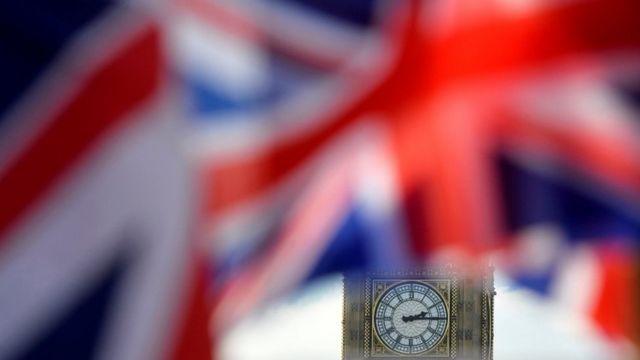La bandera británica ondea sobre el Big Ben