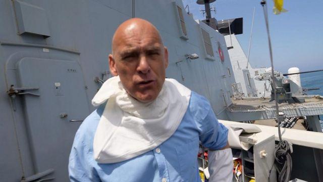 گزارشگر بیبیسی، جاناتان بیل که به هنگام این رویارویی دریایی روی ناوچه بریتانیایی بود