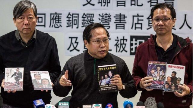 失踪事件に関する記者会見を行う民主運動の活動家たち(1月3日)