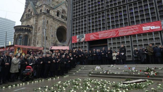 Открытие мемориала погибших в теракте в Берлине