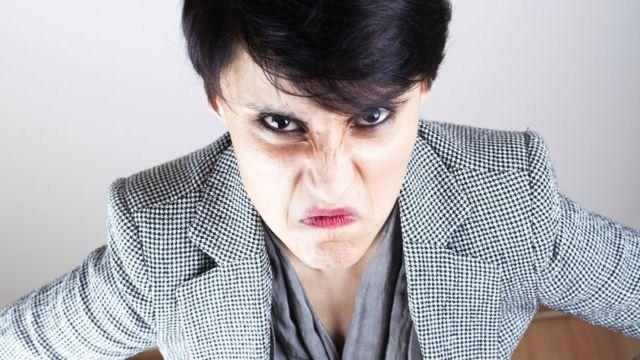 Разозленная женщина