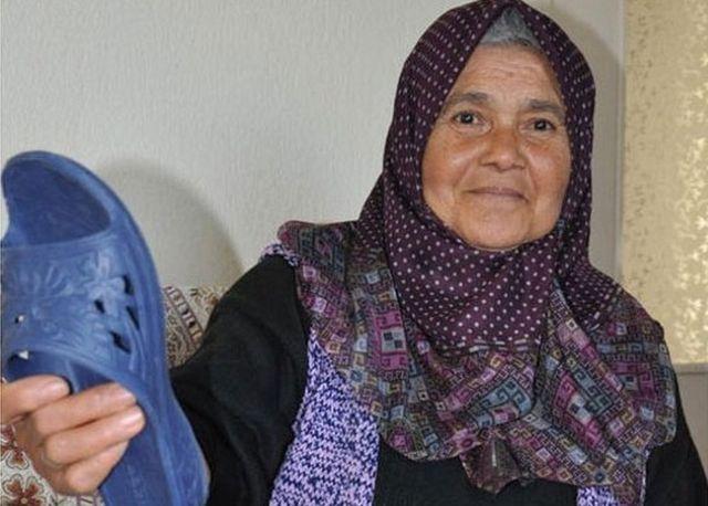 Türkiyəli qadın başmaqla (Foto: DHA)