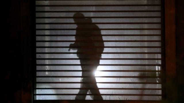 トルコの捜査員が17日、イスタンブールのサウジアラビア総領事館を捜査した