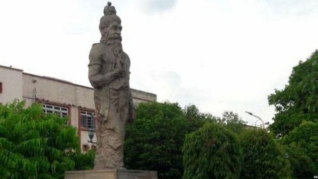 जयपूर हायकोर्टाबाहेरचा मनूचा भारतातला एकमेव पुतळा