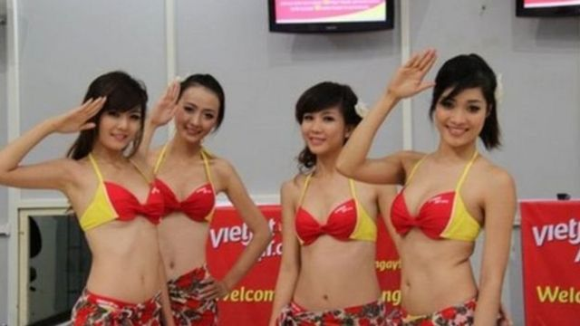 VietJet bị phạt hồi năm 2012 vì vụ biểu diễn bikini trên máy bay