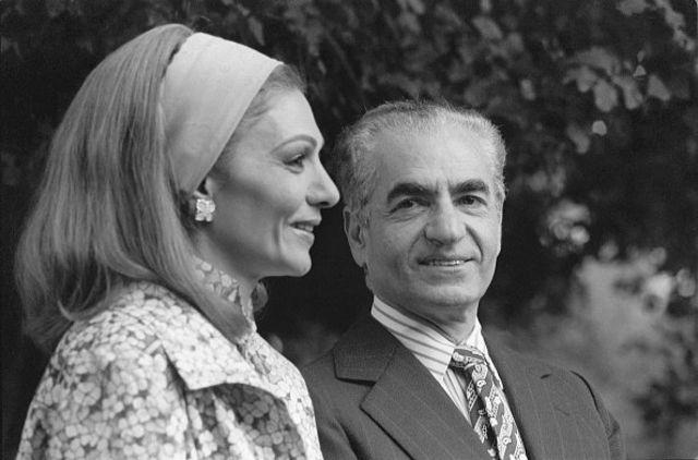 محمدرضاه شاه و فرح پهلوی در دیماه ۱۳۵۷