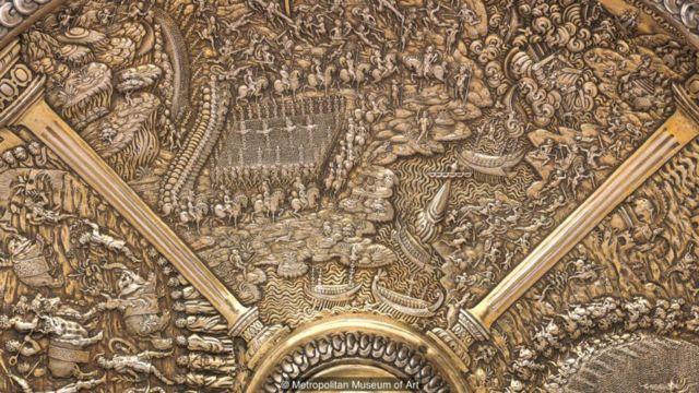 整套銀盤共描繪了48個場景,其中一個是凱撒大帝與部屬商討橫渡盧比孔河
