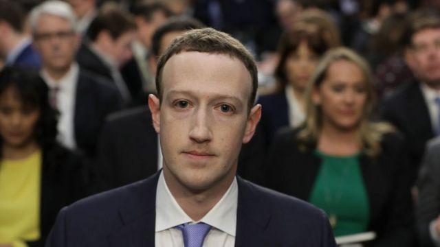 Marc Zuckerberg durante su testificación ante el Congreso de Estados Unidos sobre el caso de Cambridge Analytica.