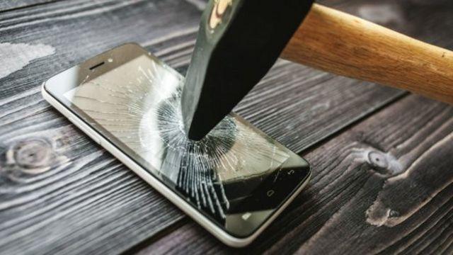 Especialistas recomendam desligar o celular de tempos em tempos