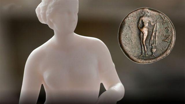 Contemporary copy of the Aphrodite of Knidos and coin.