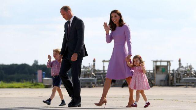 William, Kate e os filhos em visita na Alemanha