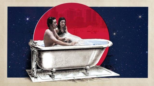 Ilustração de orientais tomando banho