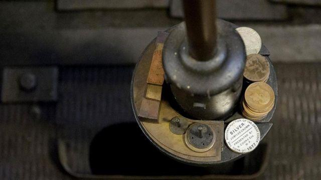 Одного пенни хватает, чтобы часы пошли быстрее на две пятых секунды в сутки