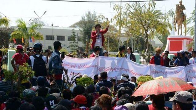ကန့်ကွက်ဆန္ဒပြမှုတွေကြောင့် တရားစွဲဆိုခံထားရတဲ့ ကရင်နီလူငယ် ၅၀ ကျော်ရှိ