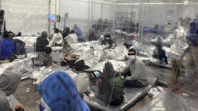 Migrant minors locked in an overcrowded detention center
