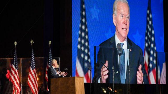 Joe Biden hablando durante la noche electoral.