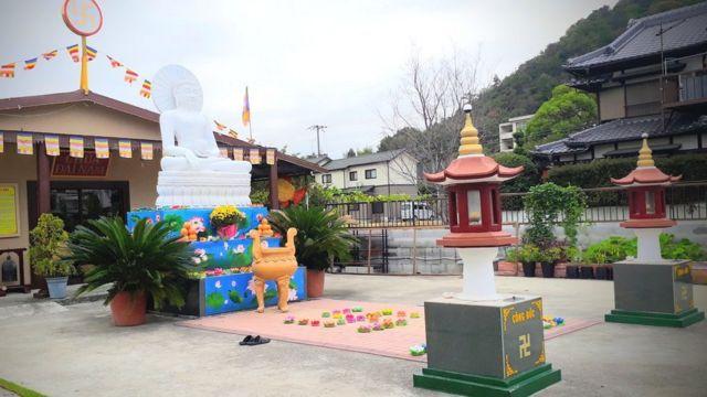 Cảnh sát cần làm rõ tiền cất giữ tại chùa được sử dụng vào việc gì.