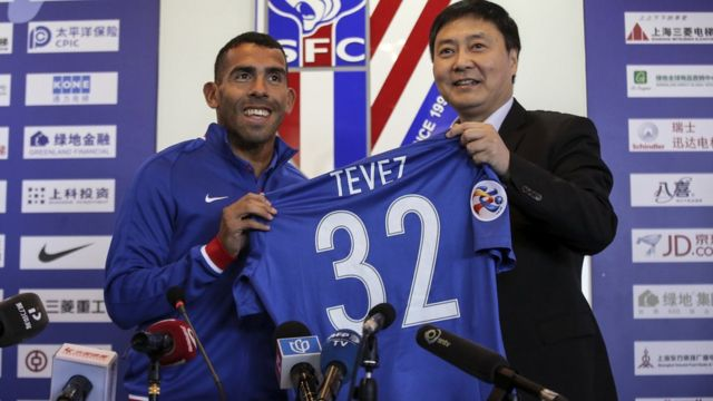 Carlos Tevez a été écarté par le nouvel entraîneur de Shanghai Shenua à cause de son poids.