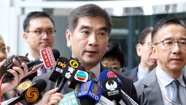 鍾國斌認為,使用緊急法處理示威浪潮會給國際社會傳出錯誤訊息。