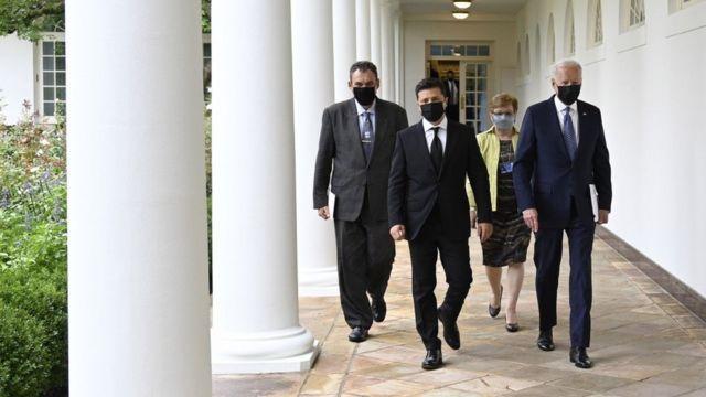 Перші заяви Байдена і Зеленського: про полонених, НАТО і допомогу - BBC  News Україна