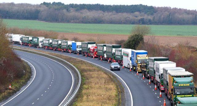 Власти Британии уже репетируют пробки перед Дувром