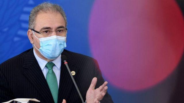 Marcelo Queiroga usando máscara
